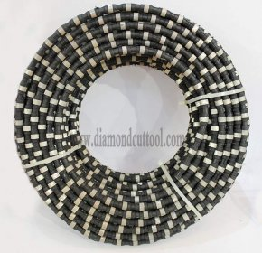 <b>Concrete diamond wire saw for reinforced concrete cutting with steel bar</b>